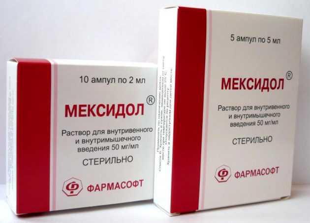 Мексидол при головной боли Мексидол – антиоксидантный препарат. Как и другие антиоксиданты, устраняет окислительное действие свободных радикалов. Мексидол не только купирует приступы головной боли, но и предупреждает развитие серьезных неврологических заболеваний. Лекарство улучшает кровоснабжение головного мозга, ликвидирует тревожность и неврозоподобные состояния. Состав и фармакологическое действие В 1 таблетке средства содержится 125 мг действующего компонента – этилметилгидроксипиридина сукцината. Вспомогательные вещества: лактозы моногидрат, карбоксиметилцеллюлоза натрия, магния стеарат. Состав оболочки: макрогол полиэтиленгликоль, поливиниловый спирт, диоксид титана, тальк. Мексидол оказывает антиоксидантное, противогипоксическое, мембраностабилизирующее, ноотропное и анксиолитическое действие. Препарат высвобождает свободные радикалы, снимает отечность тканей головного мозга, предотвращают разрушение мембран клеток, улучшают кровоснабжение мозга и его деятельность. В результате комплексного воздействия Мексидол купирует головные боли и улучшает самочувствие. Как принимать Препарат принимают внутрь по 125-250 мг трижды в день. Максимальная суточная дозировка – 800 мг или 6 таблеток. Прием препарата в качестве лечебного необходимо осуществлять по назначению врача. В этом случае длительность лечения составляет 2-6 недель. Терапию прекращают постепенно, уменьшая дозировку в течение 2-3 дней. Дозировки и длительность лечения приведены для головных болей, вызванных травмами и серьезными заболеваниями. Перед использованием препарата проконсультируйтесь с врачом. Побочные эффекты и противопоказания Применение Мексидола противопоказано при следующих состояниях: • острая почечная недостаточность; • острая печеночная недостаточность; • высокая чувствительность к компонентам препарата. Мексидол также не назначают для использования детьми, так как действие лекарственного средства на детский организм недостаточно изучено. Возможные побочные эффекты: • Со стороны органов ж