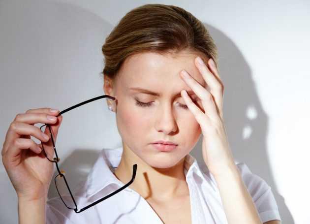 боль в области глаз и лба