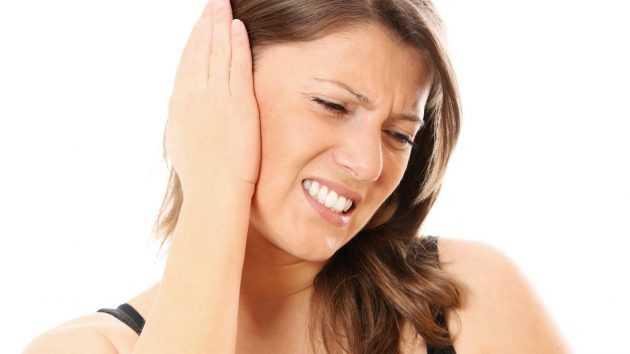 болит ухо и температура