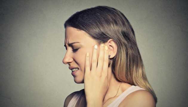 болит ухо и висок